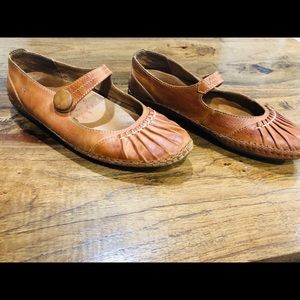 Pikolinos Leather Moccasin-Style Flats